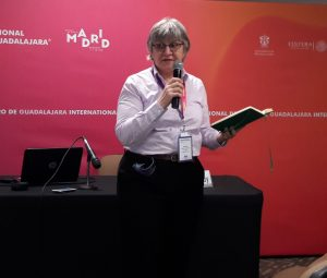 Picture of Helen speaking at the Mexican Translators Association conference in 2017